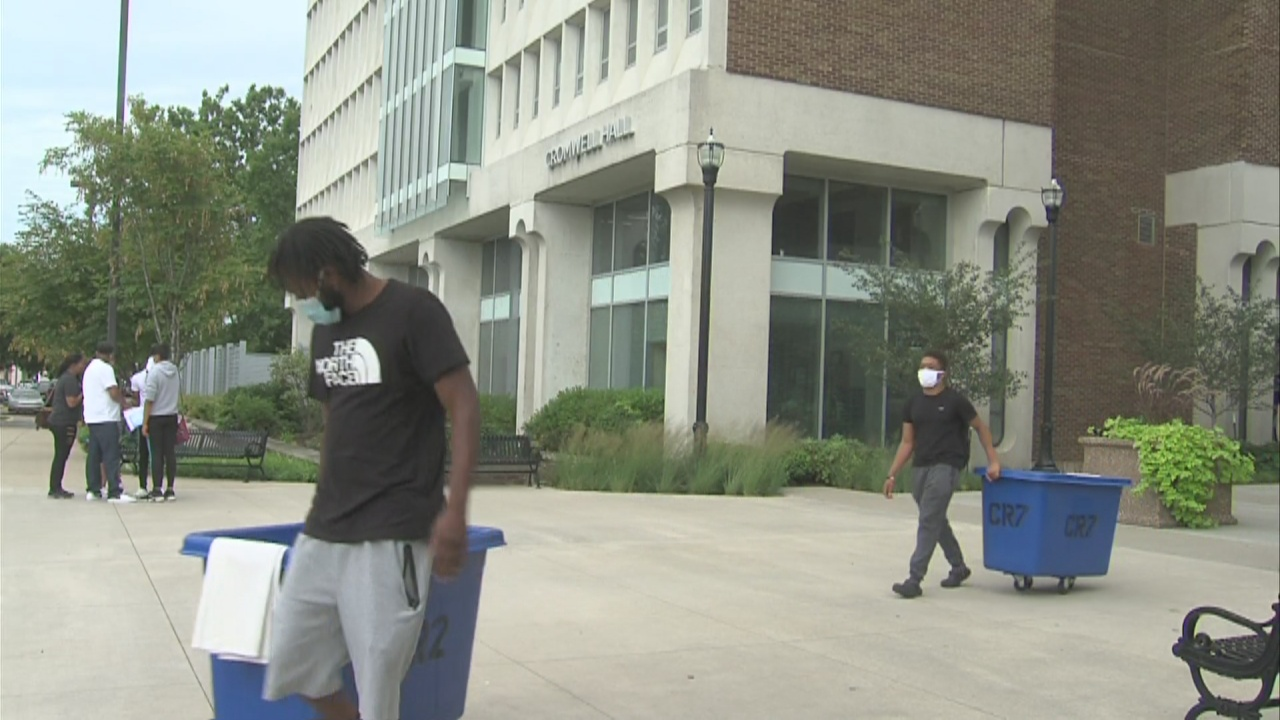 Image for Indiana State University students move into the dorms ahead of new school year