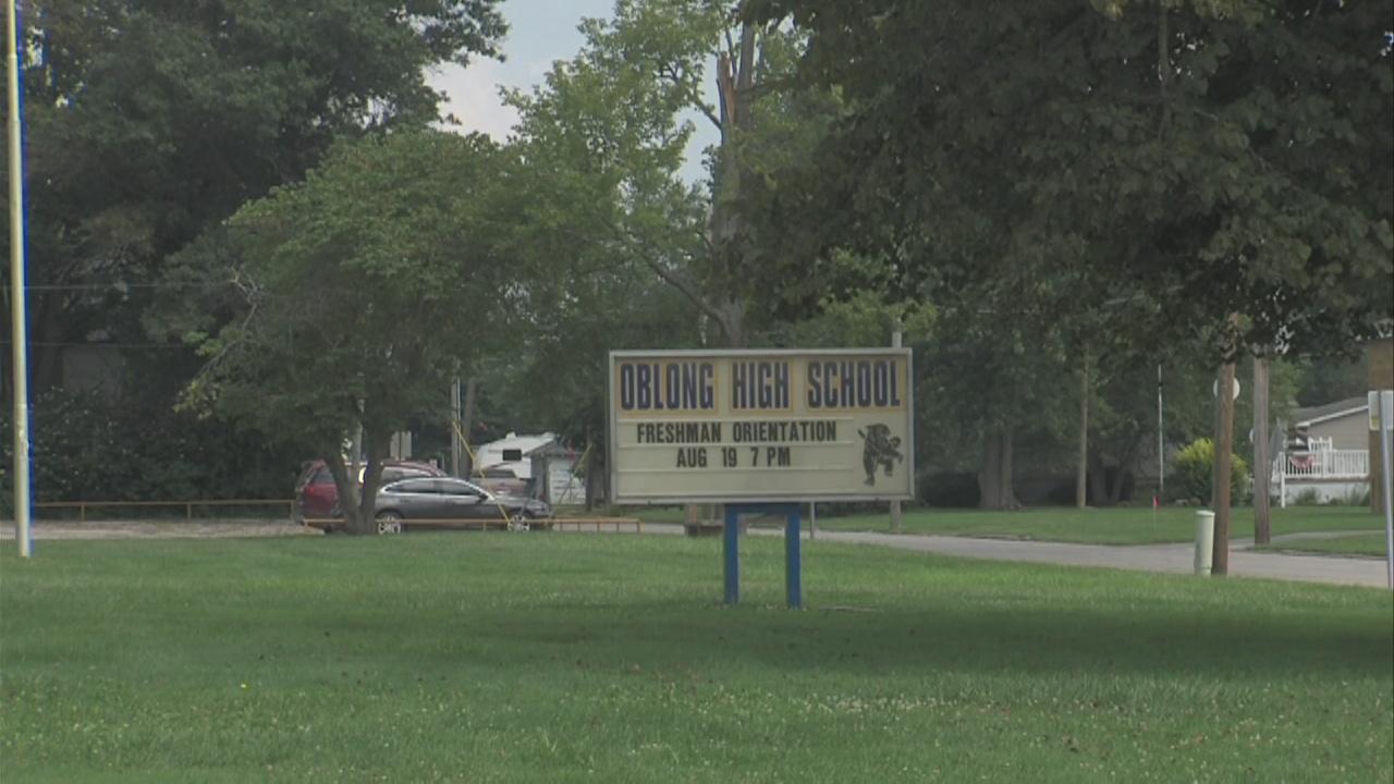 Image for Oblong Community Schools on probation for violating Illinois mask mandate